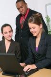 Geschäfts-Team im Büro Lizenzfreie Stockfotografie