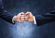 Geschäfts-Teamwork-Faust-Stoß Stockbild