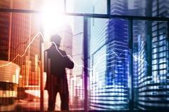Geschäfts- und Finanzdiagramm auf unscharfem Hintergrund Handels-, Investitions- und Wirtschaftskonzept lizenzfreie stockbilder