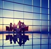 Geschäfts-Unternehmensleute, die Diskussion Team Concept treffen Stockfoto