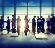 Geschäfts-Unternehmensleute-Digital-Geräte, die Konzept treffen Stockbilder