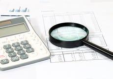 Geschäftsbericht im Büro Lizenzfreies Stockfoto