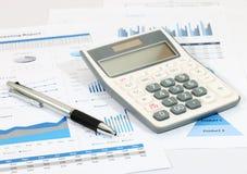 Geschäftsbericht im Büro Stockbilder