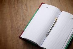 Geschäftsbuch hinter Geschäftserfolg Stockbild
