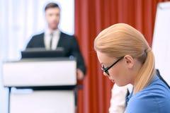Geschäftsdame bei der Sitzung Lizenzfreie Stockfotos