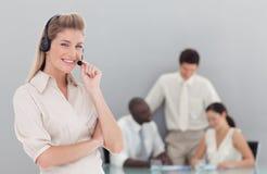 Geschäftsdame am Telefon lizenzfreies stockfoto