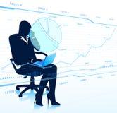 Geschäftsdamenblick auf Glasdiagramme. Stockfotos