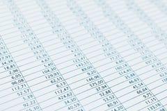 Geschäftsdatenfinanzberichtsdruckabschluß oben. Blau getont. stockfotos