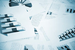 Geschäftsdiagramme auf dem Büro Stockfotos