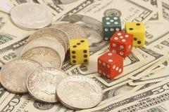 Geschäftsdollar und Würfel Lizenzfreie Stockbilder