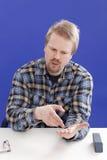 Geschäftsführer argumentiert seinen Gesichtspunkt Lizenzfreie Stockbilder