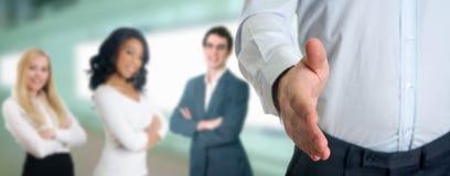 Geschäftsfachleute, die Hände rütteln Stockfotos