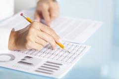 Geschäftsfrau Analysis Lizenzfreie Stockfotografie