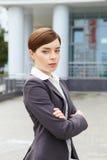Geschäftsfrau. Arme gekreuzt. stockfotos
