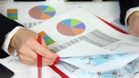 Geschäftsfrau Audit Financial Reports stock footage