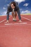 Geschäftsfrau auf Anfangszeile einer laufenden Spur Stockfotografie