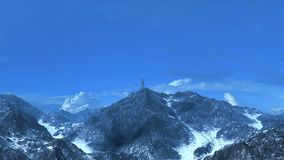 Geschäftsfrau auf Bergspitze 3D-Rendering Stockbild