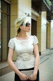 Geschäftsfrau auf der Straße Lizenzfreie Stockfotos