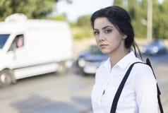 Geschäftsfrau auf der Straße Lizenzfreies Stockbild