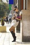 Geschäftsfrau auf einer Stadtstraße lizenzfreies stockfoto