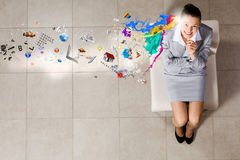 Geschäftsfrau auf Stuhl Lizenzfreie Stockfotografie