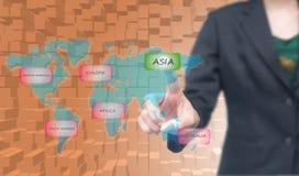 Geschäftsfrau auserwählte Asien-Ikone auf worldmap Lizenzfreie Stockbilder