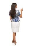 Geschäftsfrau beim Zeigen auf Kopienraum Lizenzfreie Stockfotos