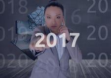 Geschäftsfrau in 3D erzeugte digital den Hintergrund, der 2017 berührt Lizenzfreie Stockfotos