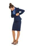 Geschäftsfrau in den Schmerz, die Seiten halten und unten schauen Stockfotografie