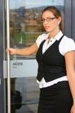 Geschäftsfrau in der Stadt Lizenzfreie Stockfotos