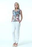 Geschäftsfrau in der zufälligen Kleidung Lizenzfreie Stockfotografie