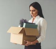 Geschäftsfrau, die abgefeuert erhält stockbild