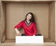 Geschäftsfrau, die auf den leeren Raum zeigt Lizenzfreies Stockfoto