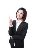 Geschäftsfrau, die auf etwas in der Luft zeigt Lizenzfreies Stockfoto