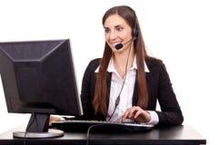 Geschäftsfrau, die auf Kopfhörer spricht lizenzfreie stockfotos