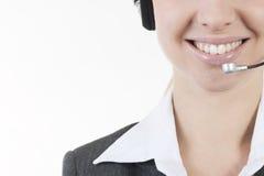 Geschäftsfrau, die auf Kopfhörern spricht stockfotografie