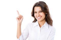 Geschäftsfrau, die auf weißen Hintergrund zeigt Lizenzfreie Stockbilder