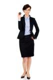 Geschäftsfrau, die Billardkugel acht hält Lizenzfreies Stockfoto