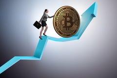 Geschäftsfrau, die bitcoin in cryptocurrency blockchain conce drückt Lizenzfreie Stockfotos