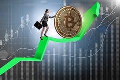 Geschäftsfrau, die bitcoin in cryptocurrency blockchain conce drückt Stockfotografie