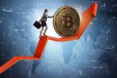 Geschäftsfrau, die bitcoin in cryptocurrency blockchain conce drückt Lizenzfreie Stockbilder
