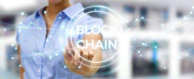 Geschäftsfrau, die blockchain cryptocurrency Schnittstelle 3D rende verwendet Lizenzfreie Stockfotos