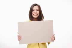 Geschäftsfrau, die Brett oder Fahne mit Kopie zeigt Stockbilder