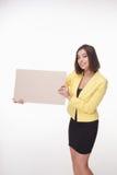 Geschäftsfrau, die Brett oder Fahne mit Kopie zeigt Stockfotos