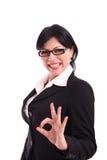 Geschäftsfrau, die das vollkommene Zeichen zeigt Stockfotos
