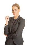 Geschäftsfrau, die in der überzeugten Haltung steht Lizenzfreie Stockfotos