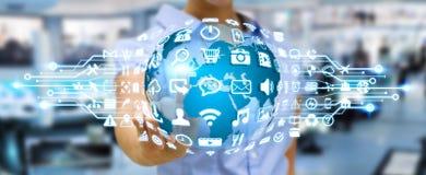 Geschäftsfrau, die digitale Welt mit Netzikonen verwendet Lizenzfreie Stockbilder