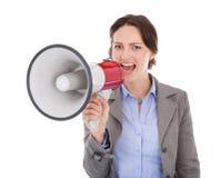 Geschäftsfrau, die durch Megaphon schreit Stockfotos