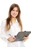 Geschäftsfrau, die ein Faltblatt anhält Lizenzfreie Stockfotos