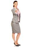 Geschäftsfrau, die ein Hausmodell hält Lizenzfreies Stockfoto